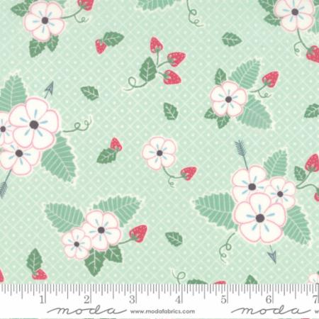"Moda Fat Quarter 22""x18"" - Bumble Berries Mint 25090 15"