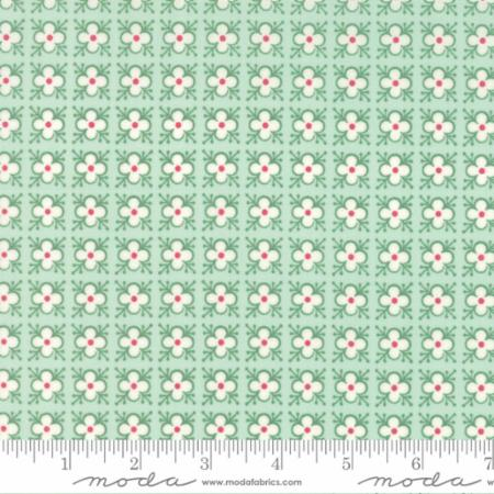 "Moda Fat Quarter 22""x18"" - Bumble Berries Mint 25095 17"